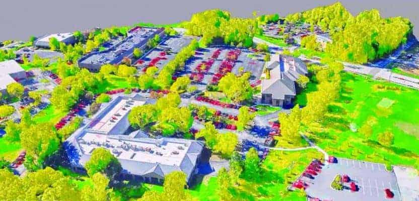 """Ce maillage de réalité 3D d'un parc d'activités permet la classification d'objets de type """"arbre""""."""